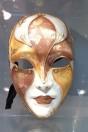 masque visage orangé ocre
