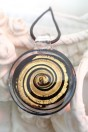 Pendentif rond spirale or et feuille d'or