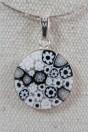 pendentif murrine noir et blanc contour en argent 925 avec cordon